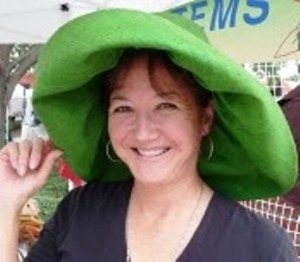 jan in green hat